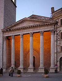 Assisi Piazza del Comune BW 4.JPG