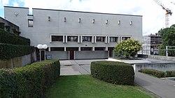 Aussenanlage des Oberstufenschulhauses Stettbach 1, Zurich, Switzerland.jpg