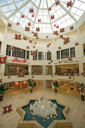 Aventura Mall - The shopping mall's Fountain Court