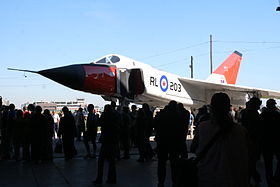 La replica dell'Avro Canada CF-105 Arrow