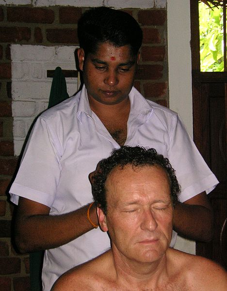 File:Ayurweda kopfmassage.JPG