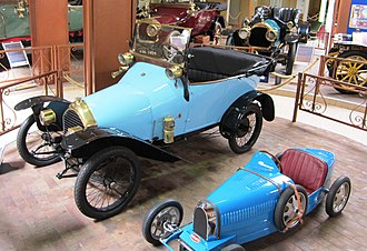 Peugeot Bébé - Bébé Peugeot (Design Bugatti) with Bugatti shaped childs pedal car exhibited beside it which stresses the Bugattiish look of the little Peugeot