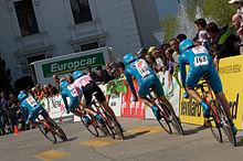 Photographie présentant l'équipe Bbox dans le contre-la-montre par équipes du Tour de Romandie.