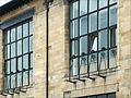 """Baies de la façade nord de la """"Glasgow School of Art"""" (3803688316).jpg"""