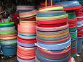 Bassines de toutes les couleurs marché à Hanoi.JPG