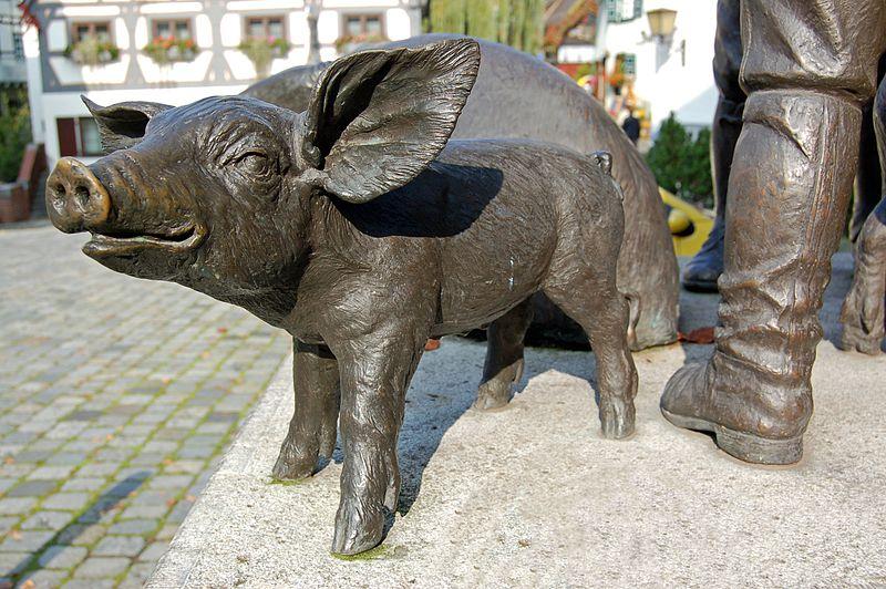 File:Bauern-Plastik am Saumarkt im Ulmer Fischerviertel (2) (11052614766).jpg