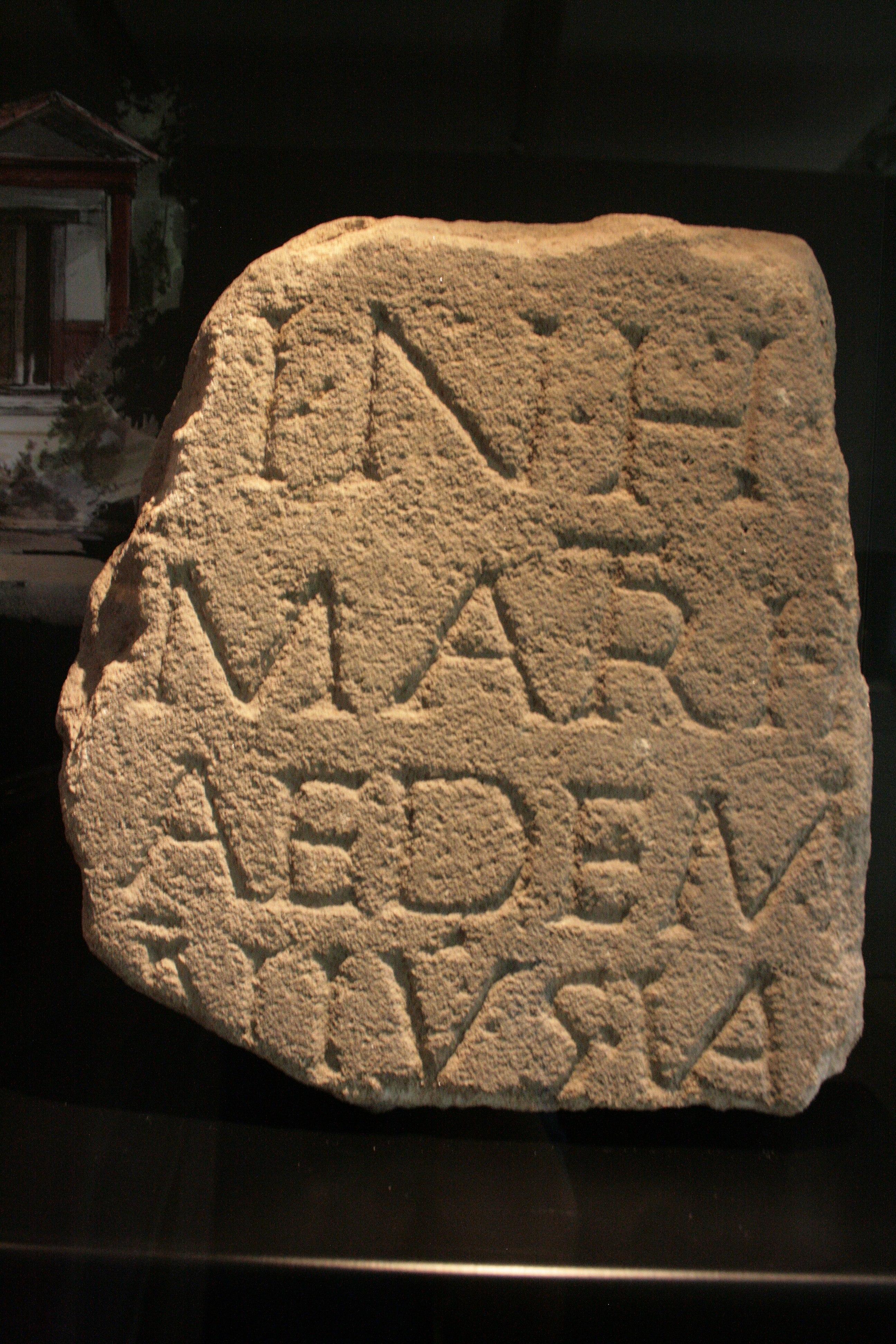 File bauinschrift eines tempels f r die gottesmutter in for Divan 2 bad cannstatt