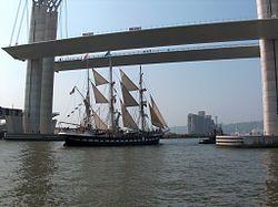 Le Belem sous le pont Flaubert