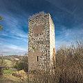 Bergfried Burgruine Niederviehhausen.jpg