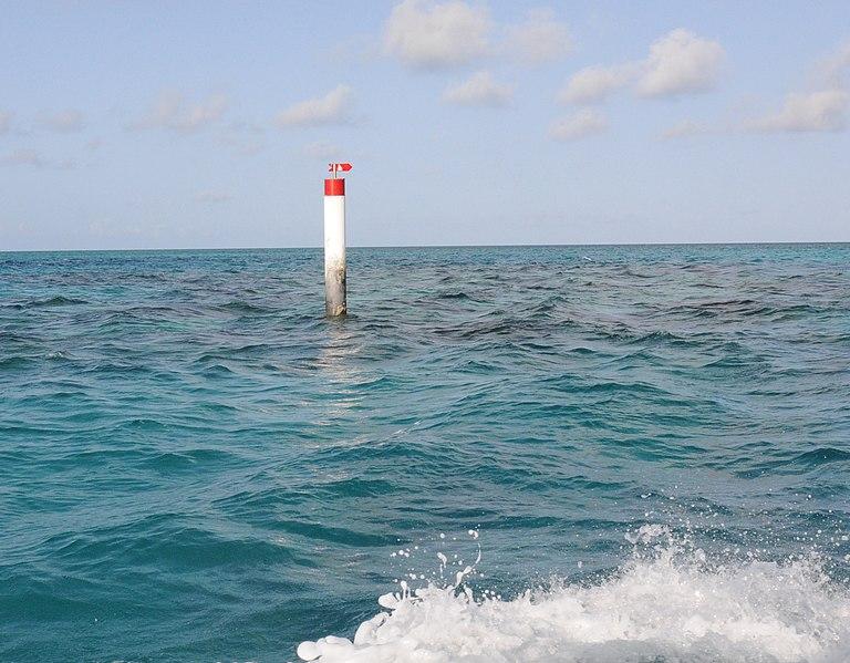 File:Bermuda reef marker leading to Montana ^ Constellation wrecks - panoramio (1).jpg