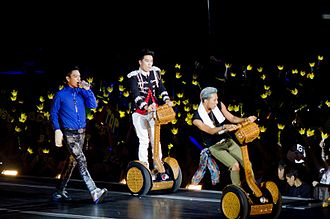 K-pop - Big Bang fans (VIPs) hold crown shaped light sticks during a concert: this is the symbol of the fan club