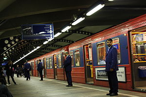 Stortinget (station) - Ticket inspection at Stortinget
