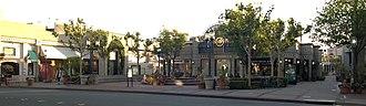 Broadway Plaza (Walnut Creek) - Image: Broadway Plaza Walnut Creek 01