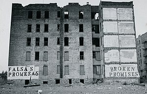 Street art - John Fekner: Broken Promises/ Falsas Promesas, South Bronx, New York City (1980)