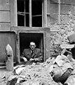 Buda 1945, Táncsics Mihály utca 1, a légó pince lejáratában Carl Lutz. Fortepan 105787.jpg