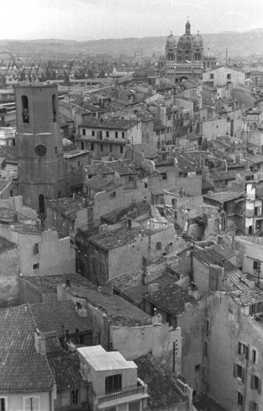Bundesarchiv Bild 101I-027-1480-24, Marseille, Zerstörung des alten Hafenviertels