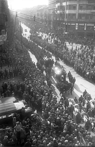 Max Matern - The funeral of Paul Anlauf and Franz Lenck was attended by thousands of Berliners