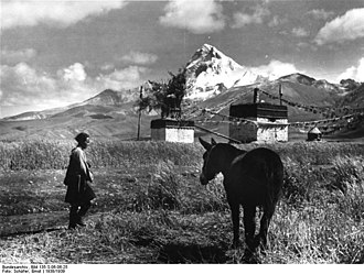 Jomolhari - Image: Bundesarchiv Bild 135 S 06 06 25, Tibetexpedition, Landschaftsaufnahme, Chomolhari