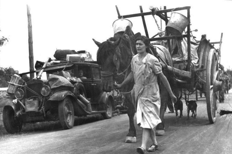 Bundesarchiv Bild 146-1971-083-01, Frankreich, französische Flüchtlinge