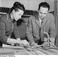 Bundesarchiv Bild 183-88855-0001, Produktionsaufgebot im VEB Kleiderwerke Greifswald.jpg