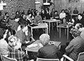 """Bundesarchiv Bild 183-C1128-0011-001, Berlin, Erik Neutsch, Gespräch über """"Spur der Stein"""".jpg"""