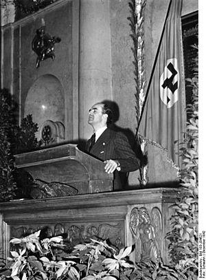 Ernesto Grassi - Prof. Grassi at the lectern in Berlin