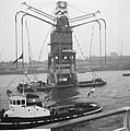 Burgemeester Van Walsum neemt afscheid van Rotterdamse haven, versierde graanele, Bestanddeelnr 917-4628.jpg