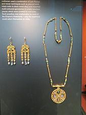 Medieval jewelry - Wikipedia