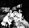 COLLECTIE TROPENMUSEUM Dorpsvrouwen maken een offer in Grogok West-Bali TMnr 10001212.jpg