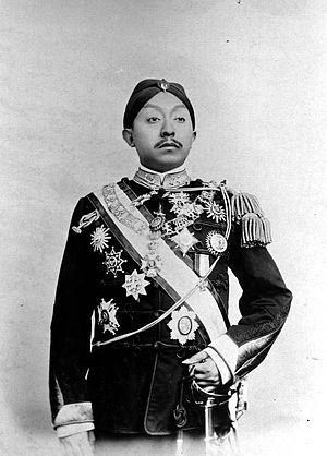 Pakubuwono X - Portrait of Pakubuwono X, wearing the uniform of a KNIL major-general