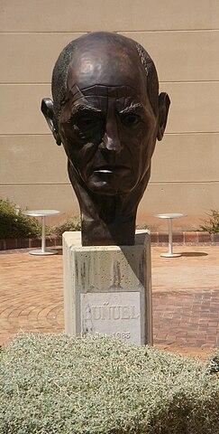 Бюст Луиса Бунюэля в Центре Луиса Бунюэля в Каланде