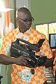 Cameraman ivoirien en activité 1.jpg