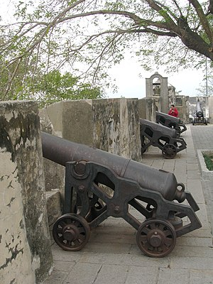 Fortaleza do Monte - Image: Cannons line the fortress walls