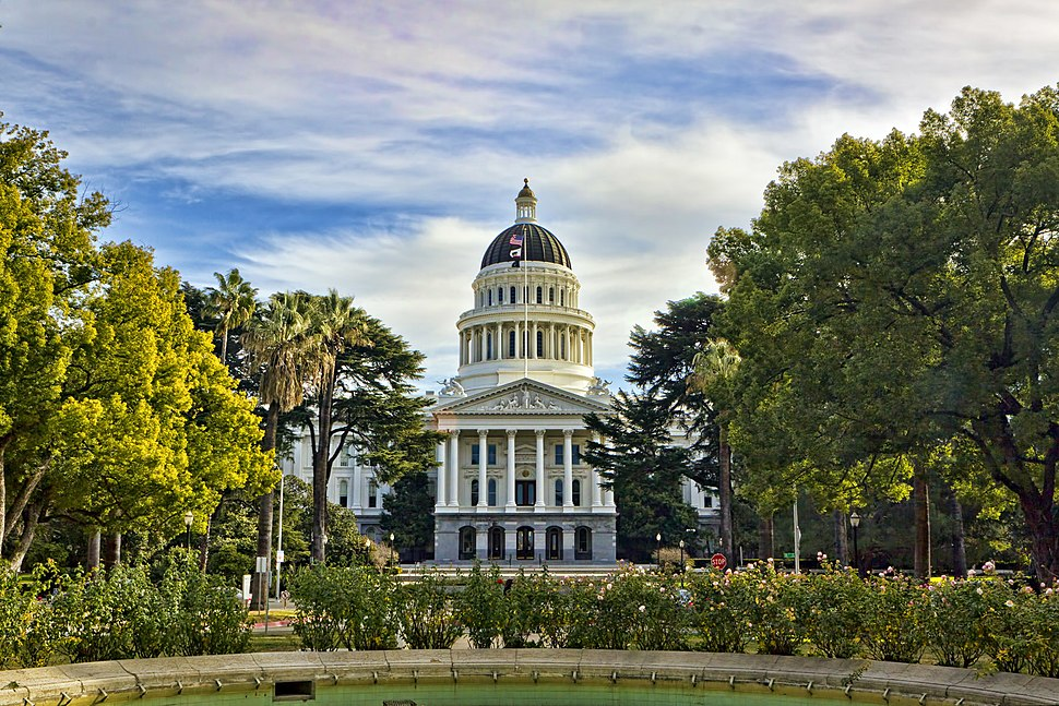 Capitol Building MG 1600 Sans watermark.jpg