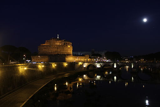 Castel Sant'Angelo and Ponte Sant'Angelo at night.