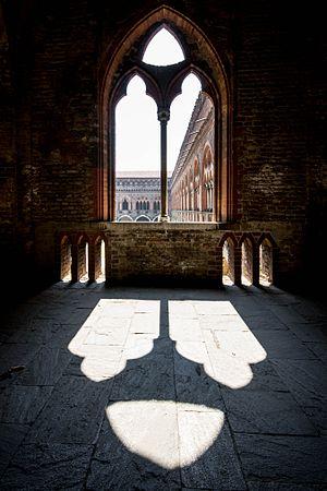 Castello Visconteo - Corridoio esterno primo piano.jpg