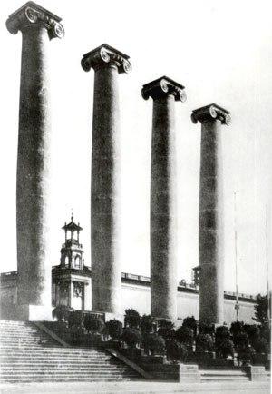 The Four Columns - Image: Catalonia Barcelona Quatre Columnes Montjuich