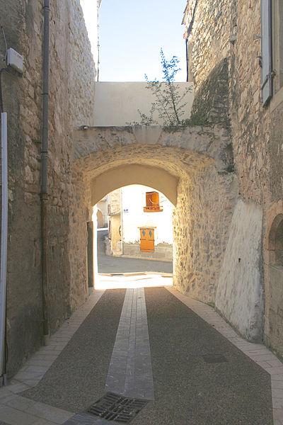 Causses-et-Veyran (Hérault) - porte de la Pompe Neuve, vue de l'intérieur.