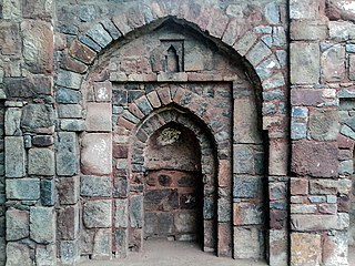 Central Mihrab, Sikander Lodi's Tomb wall mosque (01).jpg