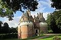 Château de Rambures - vue de devant.jpg
