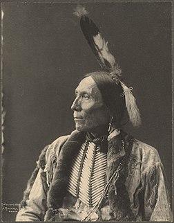 Chef White Man, Kiowa.Photographié par Frank Rinehart en 1898.