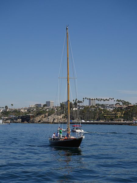 File:Classic Sailing Yacht in Newport Harbor by D Ramey Logan.jpg