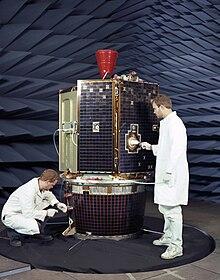 Il veicolo spaziale Clementine prima del lancio
