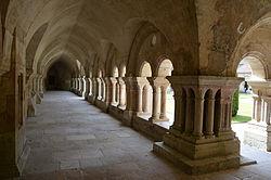 Cloitre de l'abbaye de FontenayDSC 0299.JPG