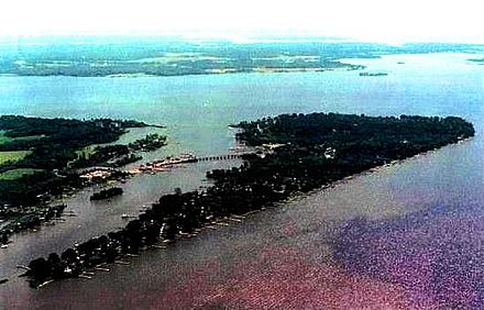 Cobb Island on the Potomac River, scene of the first successful radio transmission of speech in the fall of 1900. Cobb island md aerial.jpg
