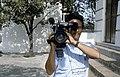 Collectie NMvWereldculturen, TM-20023416, Dia, 'Cameraman van een Indonesische televisiemaatschappij aan de voet van de Uitkijk, Pasar Ikan', fotograaf Janneke van Dijk, 1991.jpg