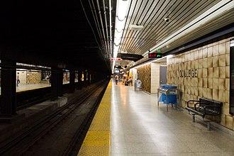 College station (Toronto) - Image: College Platform 01