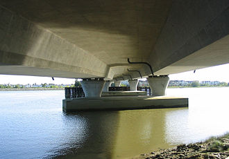 Box girder bridge - Image: Concrete box girder bridge