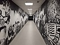 Corredor acesso vestiários Arena Corinthians.jpg