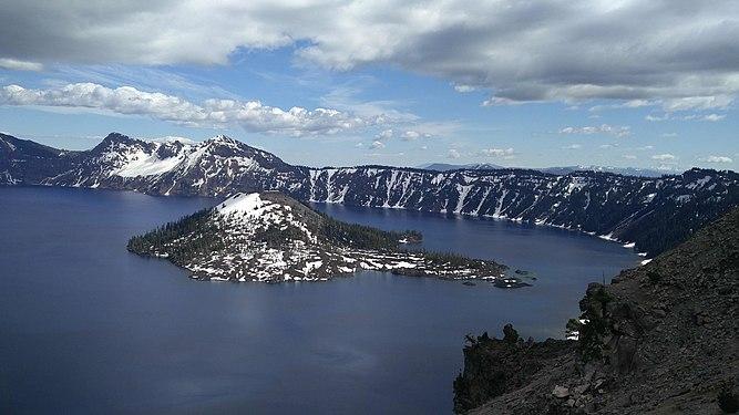Crater Lake CA USA.jpg